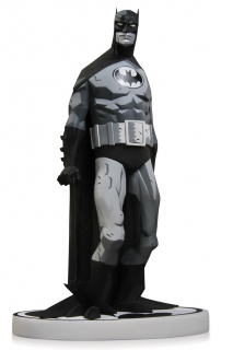 Batman Black & White - soška Batman (Mike Mignola) 2nd Edition 19 cm