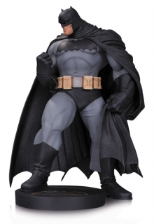 DC Comics - socha Batman (Andy Kubert) 30 cm