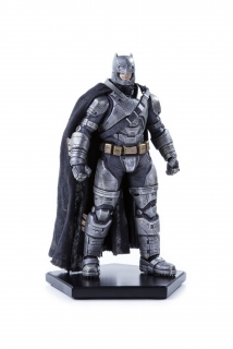 Batman v Superman: Dawn of Justice - socha Armored Batman 20 cm
