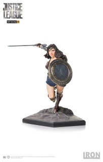 Justice League - socha Art Scale Wonder Woman 18 cm