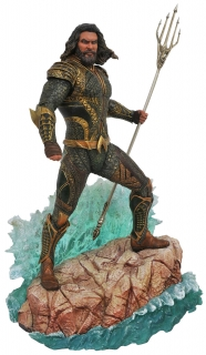 Justice League - socha DC Gallery Aquaman 23 cm